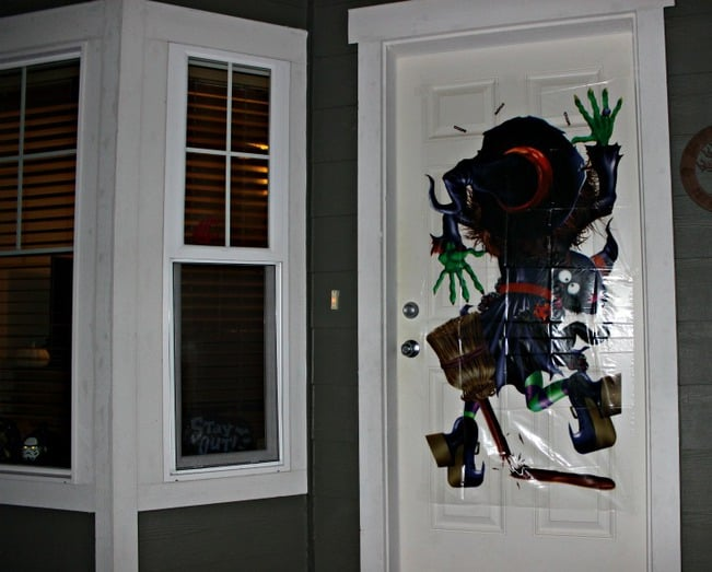 halloweencostumes-witch-door